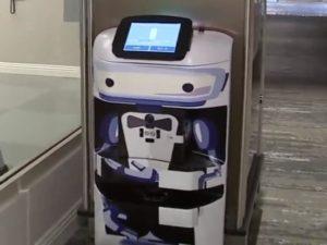 Robot portabagagli TUG a Los Angeles