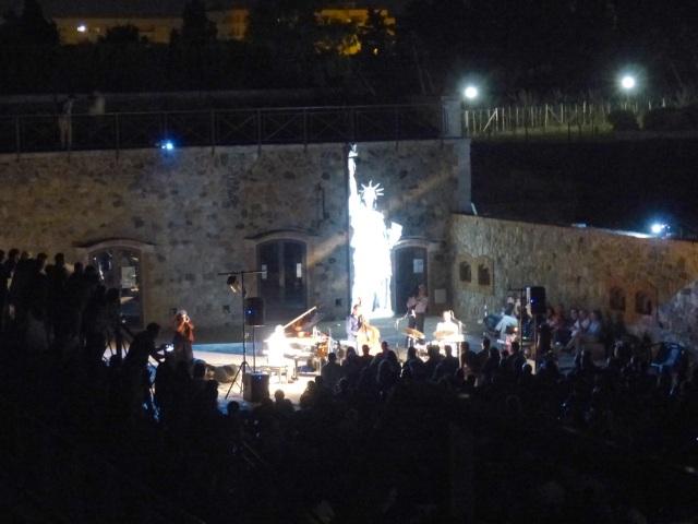 La Statua Della Libertà Accompagna Il Concerto Di Elmet Cohen A Ecolandia (Rc)